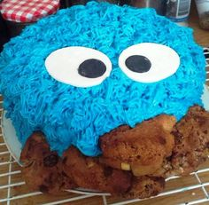 I made a Cookie Monster Cake for my husband's birthday and it has something special inside ; 40th Birthday, Birthday Ideas, Cookie Monster, Cake Decorating, Cookies, Desserts, How To Make, Pie Cake, Anniversary Ideas