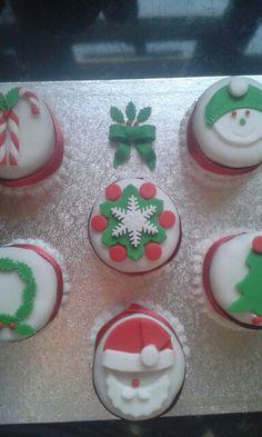 Xmas mini cakes by Gill x