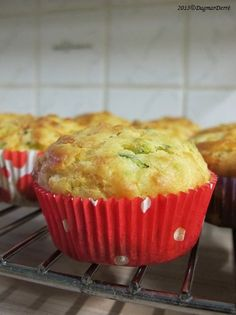Cuketové muffiny s kozím sýrem - *CHUTNÉ STRÁNKY S FRANCOUZSKÝM NÁDECHEM* Tasty, Yummy Food, Starters, Zucchini, Muffins, Food And Drink, Vegetarian, Cupcakes, Healthy Recipes