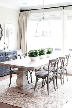 Related posts: 75 Modern Farmhouse Dining Room Decor Ideas 53 Cool Farmhouse Dining Room Decor Ideas Gorgeous 30 Modern Minimalist Dining Room Design Ideas for Comfortable Dinner With Your Family 46 idee viventi e idee per il 2019 – Isabelle Style Cottage Dining Rooms, Dining Room Curtains, Dinning Room Tables, Dining Room Wall Decor, Dining Room Lighting, Dining Room Design, Dining Room Furniture, Dining Room Windows, White Dining Table