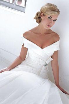 M98071 menyasszonyi ruha
