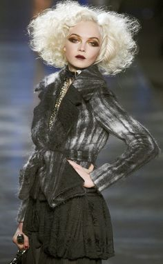 Siri Tollerod for Christian Dior Fall 2010 Christian Dior, Thom Browne, High Fashion Makeup, High Fashion Hair, Fashion Clothes, Harper's Bazaar, Runway Makeup, Stella Mccartney, Givenchy