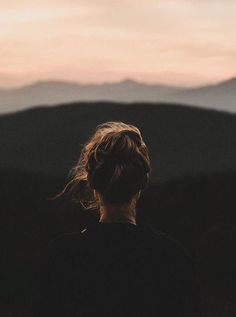 Lonely girl photography, photography of people, aesthetic photography people, mysterious photography, simplicity Girl Photography, Travel Photography, Photography Ideas, Instagram Photos Photography, Magical Photography, Alone Photography, Pinterest Photography, France Photography, Natural Light Photography