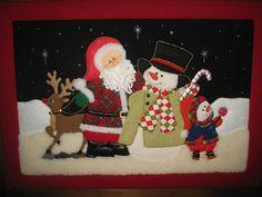 cuadros en falso patchwork navideños - Buscar con Google Christmas Quilt Patterns, Christmas Embroidery, Needle Felting, Diy And Crafts, Santa, Snoopy, Christmas Ornaments, Christmas Ideas, Cartoon