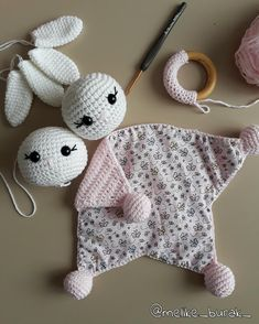 Naninha Forrada Girafa W. Diy Crochet Toys, Crochet Lovey, Crochet Teddy, Crochet Patterns Amigurumi, Baby Blanket Crochet, Crochet Bear Patterns, Baby Patterns, Crochet Security Blanket, Baby Lovey