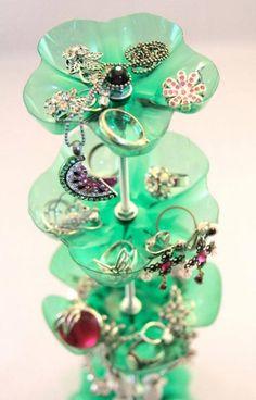 reciclado de culos de botella para hacer un bonito organizador de anillos aros etc