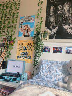 Room Ideas Bedroom, Bedroom Decor, Bedroom Inspo, One Direction Bedroom, Indie Room, Cute Room Decor, Aesthetic Room Decor, Decorate Your Room, Cool Rooms
