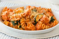 Our healthy recipe for Cheesy Veggie Pasta Bake is sure to be a family favourite. With healthier options like this you can still enjoy pasta meals. Healthy Mummy Recipes, Healthy Pastas, Easy Dinner Recipes, Beef Recipes, Vegetarian Recipes, Cooking Recipes, Pasta Dishes, Food Dishes, Thermomix