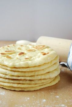 If you like buns you can't miss these naan Hindu bread that you can make both in the pan and in Naan, Ciabatta, Brunch, Pan Hindu, Bread Recipes, Cooking Recipes, Cooking Bread, Salty Foods, Pan Dulce