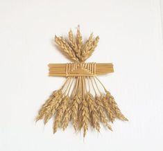 Wheat Weaving-straw art-corn dolly-wall decor-North African Cage Maiden-rustic-goddess figure,boho,f Straw Weaving, Basket Weaving, Corn Dolly, Straw Art, Wiccan Decor, Diy Flowers, Flower Diy, House Blessing, Dry Plants