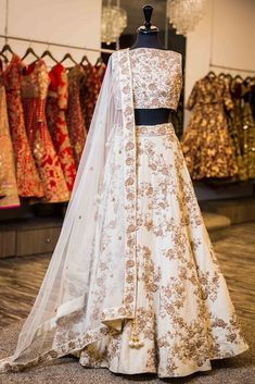 Best Ideas For Indian Bridal Lengha Royals Wedding Outfits Indian Gowns Dresses, Pakistani Dresses, Bridal Dresses, Pakistani Clothing, Eid Dresses, Wedding Dresses For Girls, Indian Clothes, Girls Dresses, Party Wear Lehenga