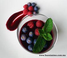 Panna cotta con frutos del bosque #dulce #buonissimomexico #chalupinski
