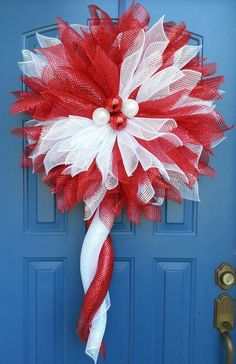 Articoli simili a Christmas Flower Wreath,deco mesh flower, Red and White pontsettia wreath, Candycane pointsetta wreath su Etsy Wreath Crafts, Diy Wreath, Holiday Crafts, White Wreath, Christmas Door Wreaths, Holiday Wreaths, Christmas Decorations, Christmas Bells, Christmas Angels