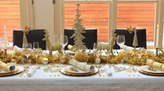 Traditional Gold and White Christmas Table, I use a symetrical placement for a traditional table