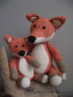 Al eerder ontwierp ik de grote vos. Nu een kleine jonge vos. Beide gehaakt met Stone washed van Scheepjes...