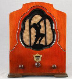 Fada Model 51 Cathedral Wood Tube    Radio