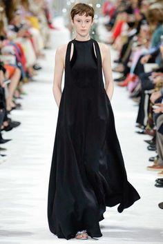 Valentino Spring 2018 Ready-to-Wear Collection Photos - Vogue Runway  Fashion, Fashion 0116308ebae