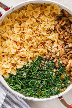 Parmesan Spinach Mushroom Pasta Skillet - Super quick and impossible to mess up! This parmesan spinach mushroom pasta skillet is the ultimate win for vegetarian weeknight dinners! Spinach Mushroom Pasta, Asparagus Pasta, Spinach Stuffed Mushrooms, Vegetarian Recipes Dinner, Easy Dinner Recipes, Ovo Vegetarian, Dessert Recipes, Carrot Pasta, Sushi