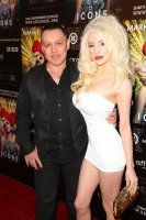 """Courtney Stodden & Husband Doug Hutchison Separate- http://getmybuzzup.com/wp-content/uploads/2013/11/211944-thumb.jpg- http://getmybuzzup.com/courtney-stodden-husband-doug-hutchison-separate/-  By tierneyhl So sad? Teen bride Courtney Stodden, 19, has reportedly separated from her husband of three years, 'Green Mile' star Doug Hutchison, 53. Now that Courtney Stodden is becoming a woman and getting a taste of celebrity in her own right, she is """"done with"""" her sig"""