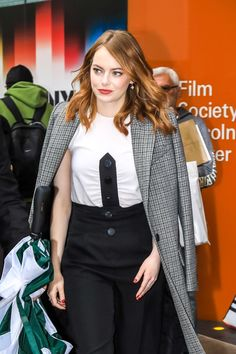 """""""Emma Stone leaving a restaurant in New York (October New York October, October 2, Ema Stone, Emma Stone Hair, Emily J, Restaurant New York, Hollywood Star, Hollywood Actresses, Celebrity Crush"""