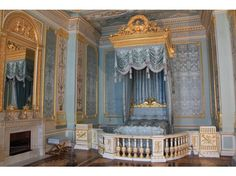 Google Image Result for http://cache.virtualtourist.com/4/5047709-Palace_interior_Grand_bedroom_Gatchina.jpg