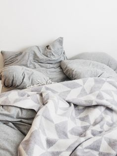 Lovely simple bedding. Sheets from MUJI, blanket from Van Nord