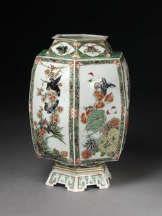 Lantern      Place of origin:      Jingdezhen, China (made)     Date:      17th century (made)     Artist/Maker:      unknown (production)     Materials and Techniques:      Porcelain painted in overglaze enamels