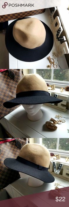 👑👒Like-New Wool Hat👒👑 100% Wool.  Tan and Black color.  One size fits most.  Great color combo to easily pair with some of your favorite outfits.  Great Fall-Winter hat, although this can easily be rocked in the Summer months as well. Accessories Hats