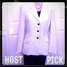 """FINAL PRICE✂️LE Suit, 2 PIECE SUIT, PANTS & BLAZER LE SUIT, Fully Lined 2 Piece Suit. This is Gorgeous with these Black Pants & a White Blazer, etched with Black Stripes. This Blazer Has 2 front Flap pockets with a 3 button Panel. It's 26"""" long with a 24"""" Sleeve. The Pants have a front Zipper with an inside button & clasp. The Pants are 42"""" long with a 31"""" inseam. The White Jacket shows a very minimal fabric Snag. (see last Pic). Shows more from the camera, not noticeable when wearing. Looks…"""