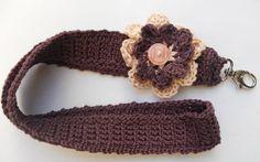 Paarse keycord met bloem met knoopje - L40 x B3 cm