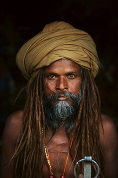 Sadhu, Kumbh Mela Festival, photo by Steve McCurry Steve Mccurry, Photo Portrait, Portrait Photography, World Press Photo, Kumbh Mela, Foto Poster, Robert Doisneau, Foto Art, Interesting Faces