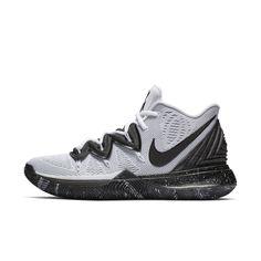 Behind The Scenes By footlocker Kyrie 5, Nike Kyrie, Basketball Shoes Kyrie, Basketball Stuff, Custom Sneakers, Sneakers Nike, Kyrie Irving, Foot Locker