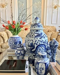 9 Enhancing Simple Ideas: Old Vases Test Tubes white vases sinks.Clear Vases Home vases decoration tips. Blue And White Vase, White Vases, Gold Vases, Big Vases, Large Vases, Clear Vases, Vase Design, Blue Pottery, Chinoiserie Chic