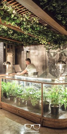 The next level of hostels in Argentina started in January 2016 when Onas Hostel& Suites opened its doors for the world. Located in a residential area of Córdoba, the Onas Hostel comes with high-end facilities such as a large, green garden and an outdoor pool as well as a world-chic design. Follow us at Hostelgeeks through one of the worlds most impressive hostels. Read the full article about Onas Hostel at http://hostelgeeks.com/onas-hostel-cordoba-5starhostel