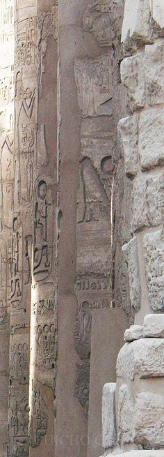 Detalles  decorativos en  pilastra  central  del  Templo  de Karnac