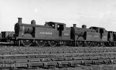 LBSCR 2573 and 32586 stored at Eastbourne, possibly in 1948 Southern Trains, Steam Trains Uk, Southern Railways, Steam Railway, British Rail, Great Western, Steam Engine, Steam Locomotive, Scale Models