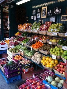 15 Best Ideas for fruit shop design farmers market produce stand Vegetable Shop, Vegetable Side Dishes, Farmers Market Display, Farmers Market Stands, Produce Market, Fruit And Veg Shop, Fruits And Vegetables, Veggies, Produce Stand