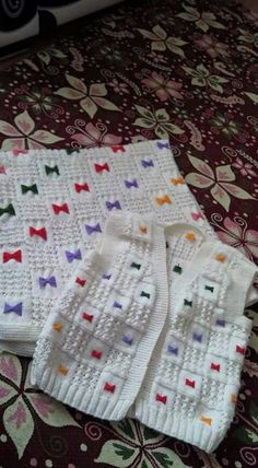"""Diy Crafts - Lalezar """"Discover thousands of images about Lalezar"""", """"This post was discovered by Küb"""", """"Swetears And Cardigan Baby"""" Baby Boy Knitting Patterns, Knitting For Kids, Knitting Stitches, Knitting Designs, Baby Patterns, Knit Patterns, Knitted Baby Cardigan, Knitted Baby Clothes, Pull Bebe"""