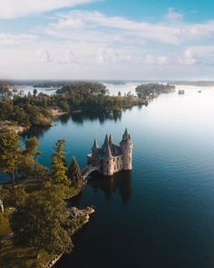 Boldt Castle 18 Secret Spots In Ontario You And Your BFF Absolutely Need To Discover This Spring - Narcity Nature adventures await! Cool Places To Visit, Places To Travel, Travel Destinations, Alberta Canada, Canada Ontario, Ottawa Canada, Nature Adventure, Adventure Travel, Quebec