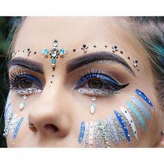 Glitter vinyl, blue glitter, glitter face festival, blue festival makeup, f Festival Paint, Festival Make Up, Festival Looks, Festival Face Paints, Festival Makeup Glitter, Glitter Makeup, Blue Festival Makeup, Glitter Lipstick, Glitter Eye