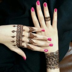 hands and fingers henna