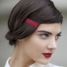 14 Hairstyles That Prove Bobby Pins Are the Only Hair Accessory You Need - hair - Hair Accessories Bobby Pin Hairstyles, Retro Hairstyles, Mod Hairstyle, Wedding Hairstyles, Latest Hairstyles, Hair Art, My Hair, Styles Courts, Twisted Hair