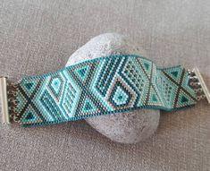Manchette couleur lagon  #manchette #bracelet #miyuki #miyukibeads #perles #beads #peyote #delicas #miyukiaddict #brickstitch…