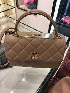 Luxury Purses, Luxury Bags, Luxury Handbags, Cute Handbags, Purses And Handbags, Mode Streetwear, Cute Purses, Cute Bags, Beautiful Bags