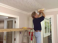 How to Apply an Embossed Wallpaper Ceiling Treatment - Home Dekor Home Ceiling, Bedroom Ceiling, Ceiling Decor, Ceiling Design, Ceiling Paper, Modern Wallpaper, Textured Wallpaper, Vinyl Wallpaper, Pattern Wallpaper
