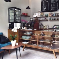 """See 34 photos and 19 tips from 334 visitors to Charlie's Vegan Food & Coffee. """"The Vietnamese coffee is excellent. Cafe Bar, Cafe Restaurant, Restaurant Design, Bistro Design, Coffee Shop Design, Berlin Food, Berlin Berlin, Small Bar Areas, Vintage Coffee Shops"""