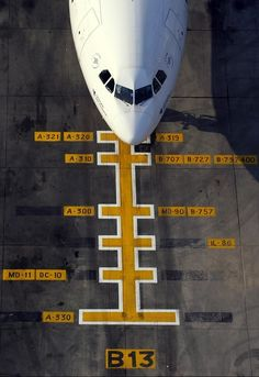 How to park an airplane. I did this for Continental Airlines in Amarillo in the 90s. Loved interacting with the pilots on take-off and landings. Quick turn-a-rounds = a bonus for pilots and ground crew✈️: