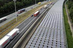 Los paneles solares recubren el rebautizado como 'túnel del sol'. | AFP.