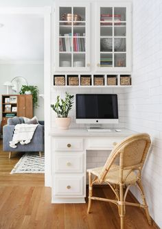 Look at this wonderful home office decor - what a creative design and style Home Office Space, Home Office Design, Home Office Decor, Desk Office, Office Designs, Kitchen Desk Areas, Kitchen Desks, Kitchen Office Nook, Kitchen Built Ins