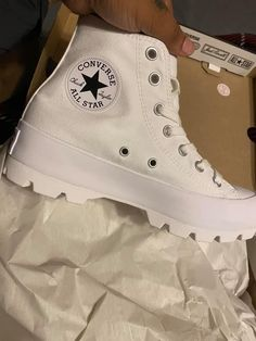 Cute Sneakers, Shoes Sneakers, Mode Converse, Zapatillas Nike Jordan, Sneakers Fashion, Fashion Shoes, Nike Air Shoes, Aesthetic Shoes, Hype Shoes